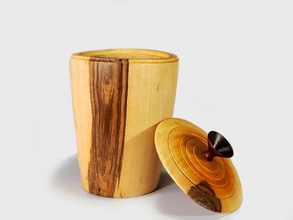 Walnut vase with cover N5