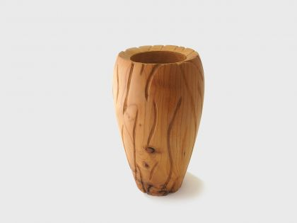 Vaso cedro con scalfiture