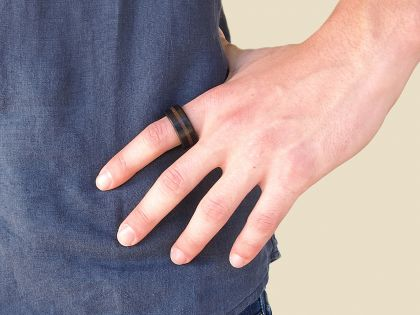 Porphyry-ebony ring