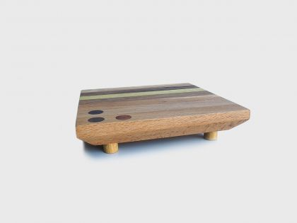 Tray/chopping board with feet