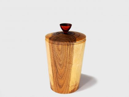 Walnut vase with cover N3